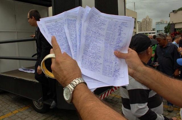 Mais de 75 delegados e centenas de policiais civis assinam termo de entrega de funções de confiança