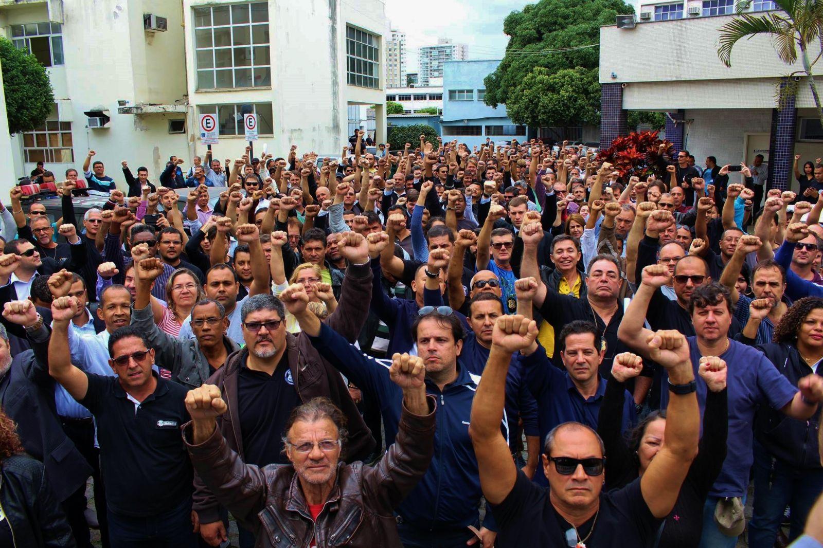 Policiais Civis saem em passeata, cobram o fim da SESP e secretário de segurança foge à responsabilidade