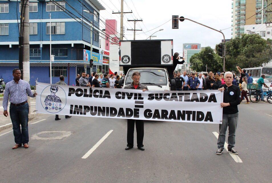 Notícia na Imprensa: Policiais civis fazem passeata e anunciam